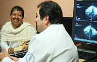 A patient in a medical consultation with the Head of Department of Breast Tumours, INCAN.