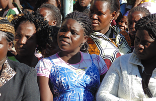 Women gather in the Nampula region of Mozambique to listen to nurses explain the ANC Model.